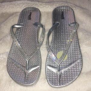 Capelli NY new sz 8 silver rhinestone flip flops